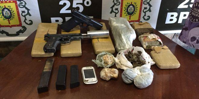 Adolescente guardava armas e drogas de facção